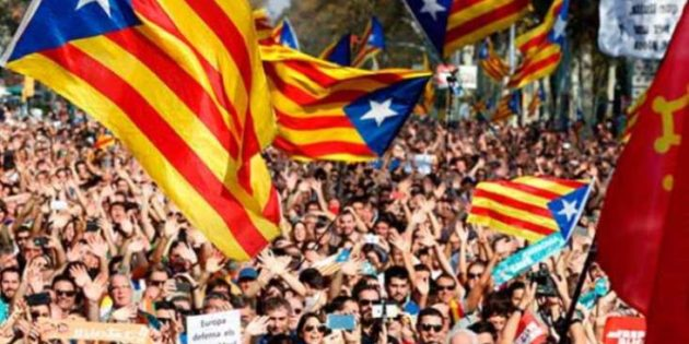 Catalonia: Rajoy's furious response to proclamation of Republic